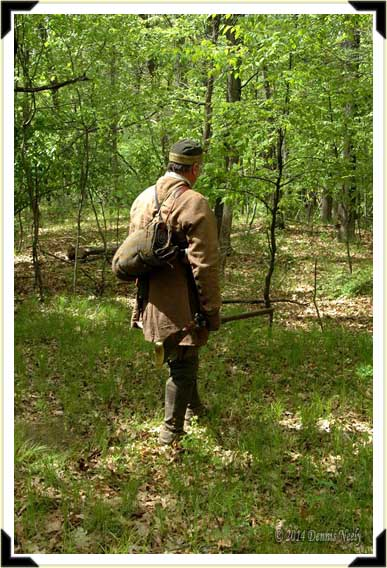 A British ranger from Fort Detroit heads toward the forest.